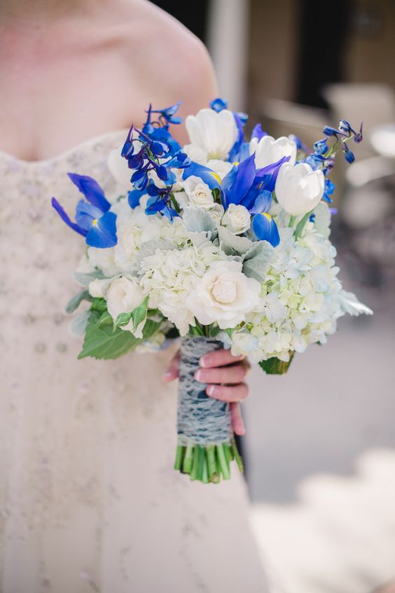 Blue and gold sorority themed wedding 4