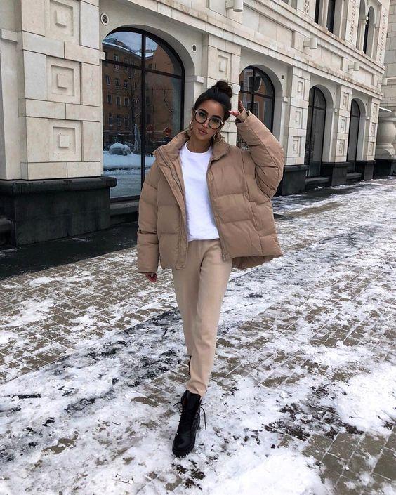 """Lusya Abramovskaya on Instagram: """"ЛАЙКТАЙМ ⠀ Мне кажется, этот лук определённо станет любимым среди всех моих зимних образов! Бежевый дутый пуховик + мягкий белоснежный…"""""""