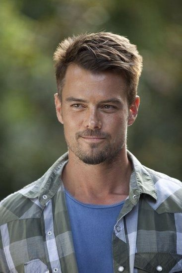 Josh Duhamel in Safe Haven!! Saw it last night, amazing, romantic, and my new favorite.