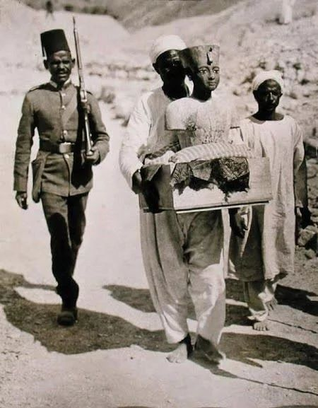 Bust Of King Tut Being Transported From His Tomb, Valley of the Kings, Thebes West #Luxor 1922 👍👍👍