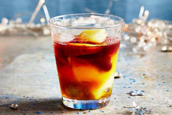 Een fruitige cocktail met een exotisch tintje - Recept -Winterse punch - Allerhande