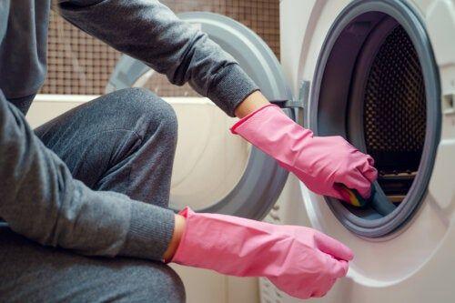 Truco Eficaz Para Eliminar La Suciedad Y El Moho De La Lavadora En 2020 Limpiar Lavadoras Como Limpiar El Lavarropas Limpieza De Colchones