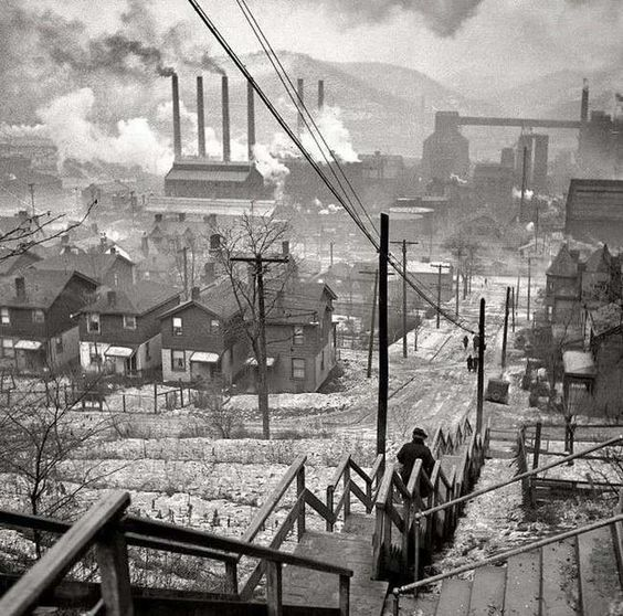 Pittsburgh, Pennsylvania in 1940.   before the Clean Air Act
