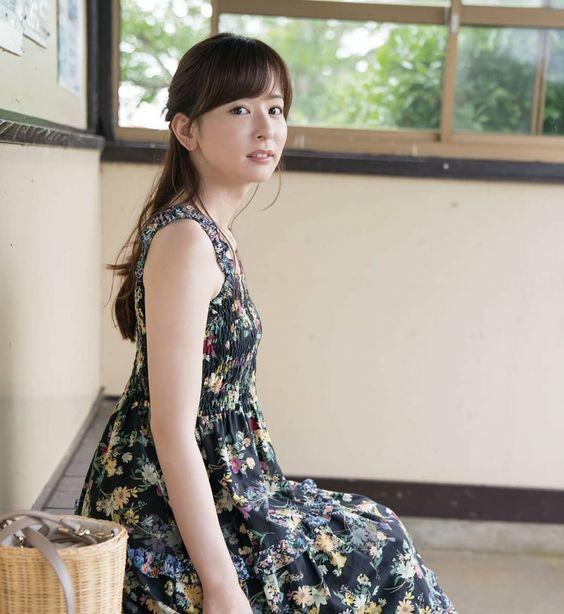 花柄ワンピースが似合う皆藤愛子