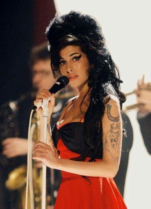 Amy Winehouse histoire  C13b68980241db734013d9caa2d8d514