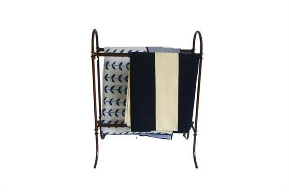 6 estilos para un perchero  De hierro con tratamiento antióxido ($5941, Carmen Rojnica Home).