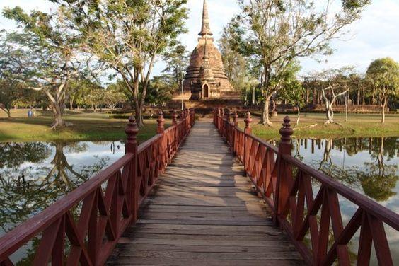 タイのスコータイ遺跡です。