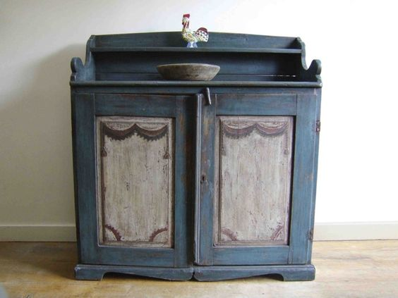 Swedish painted furniture---techniques: