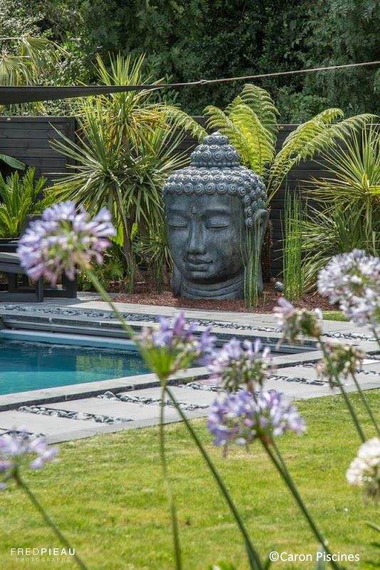 Zen piscine et bouddha caronpiscines swimming pools for Decoration jardin zen exterieur
