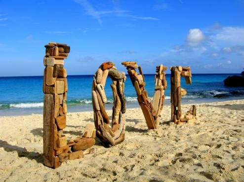 "669. ""Nini's Driftwood Art"" with Love from Curaçao 