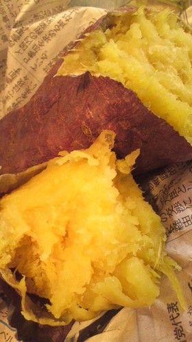 新聞にまかれた焼き芋です。