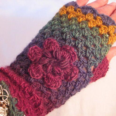 Fingerless gloves with flower motif