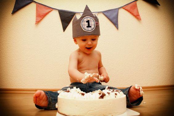 First Birthday. Smash the cake.