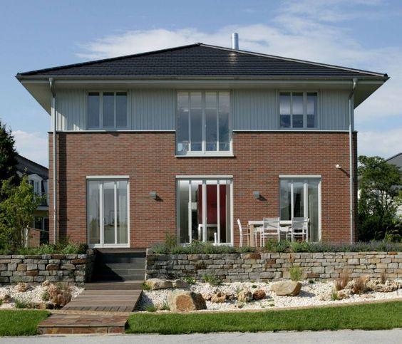 Diese Stadtvilla vereint klassische Eleganz mit modernem Design und topaktueller Energieeffizienz.