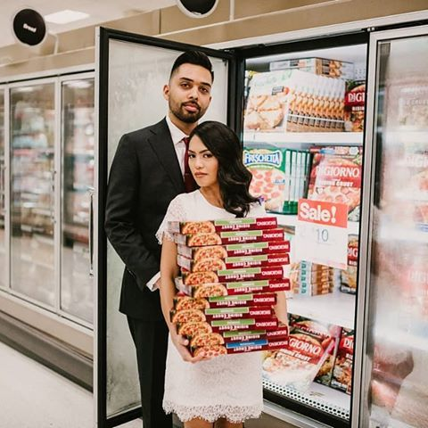 This Couple Who Did An Elopement Shoot At Target Will Give You Major Couplegoals Evanrphotogr Target Wedding Elopement Photography Wedding Photoshoot