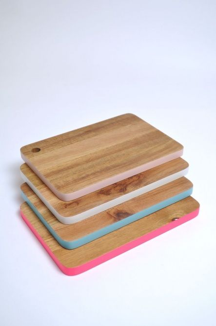 Colour Edge Chopping Board. Make with non-toxic, food safe paint. Good idea to keep meat board and veggie board separate! Or just coz it looks pretty. both are good reasons.