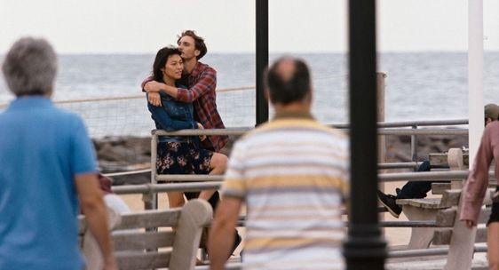 Sandoval, como Olivia, y Eamon Farren, como Alex, en 'Lingua Franca'