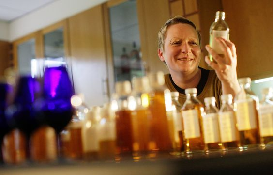 Johnnie Walker (Diageo) is Mad at Bourbon & Single Malts Fights Back w/ Homely but Determined Chemist #scotch #whisky #whiskey #malt #singlemalt #Scotland #cigars