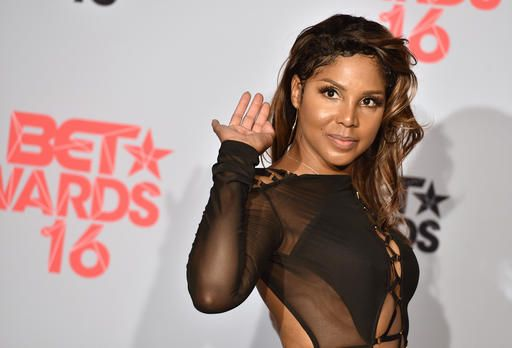 ATLANTA (AP) — Grammy-winning singer Toni Braxton will be honored at the BMI…