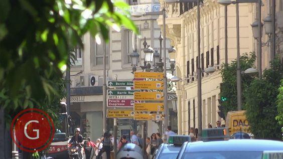 GRANADA | CENTRO | Calle Recogidas, de espaldas a calle Martínez Campos. Lejanía.