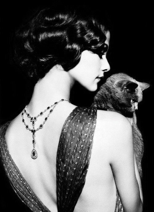 Gorgeous hair,so timeless: 1920 S, Back Necklace, Black And White, Black Cats, Black White, Le Chat, 1920S, Blackcat, Cat Lady