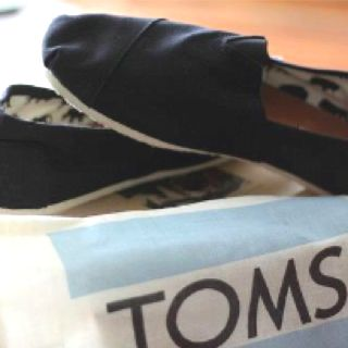 TOMS<3 Perfect for work!!!  Must get soon!