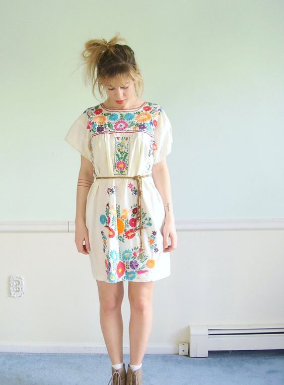 Mexican Embroidered Vintage 70s SS White Cotton Mini Boho Dress S M:
