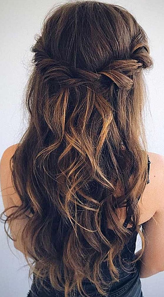 Looking For Effortless Chic Hairstyle Half Up Half Down Hairstyle Will Never Go Out Of Style If You W In 2020 Medium Hair Styles Medium Length Hair Styles Hair Styles