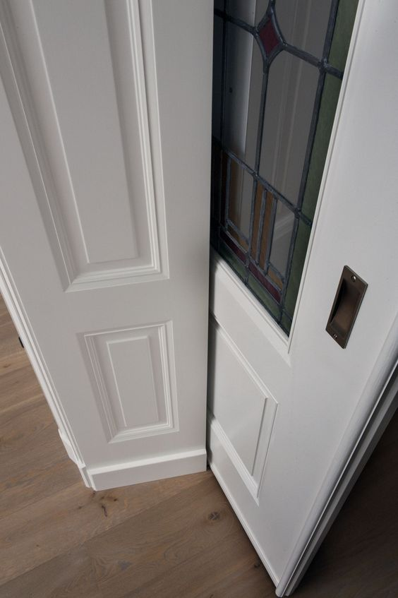 Detail paneel met schuifdeur van een belle epoque kamer en suite pinterest - Deco d een volwassen kamer ...