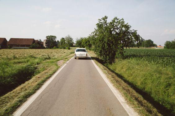 auto-sposi-strade-campagna