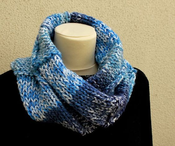 Knitted Neckwarmer in Blue and White  Scarf  by pingosdoceu
