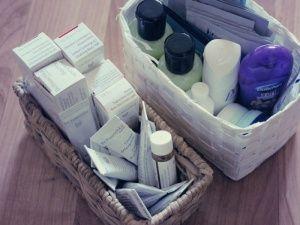 Ordnung im Badezimmer. Haltbarkeit von Pflegeprodukten und Ordnung im Badezimmer. Heute beim Haushaltsmuffel.