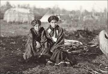 Ojibwa girls.: Girls, American Indians, Ojibwe Cree Heritage, Algonquians Indians, Native American