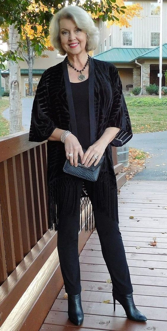 full-black-outfit-519x1024 30 Best Summer Outfits for Women Above 50 - Style Tips