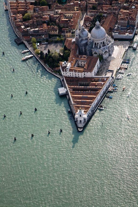 Contemporary art exhibitions Venice - Punta della Dogana Venice