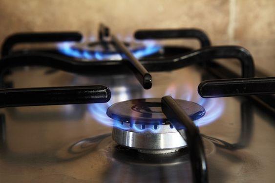 Consulta esta lista de trucos de limpieza y consejos para saber cómo limpiar los fuegos o fogones de una cocina de gas de forma sencilla y rápida.