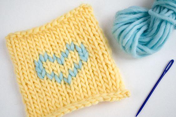 Pour tricoter dessins avec de la laine sur votre ouvrage, pas besoin d'utiliser la technique de l'intarsia ni celle du Jacquard : vous pouvez utiliser ...
