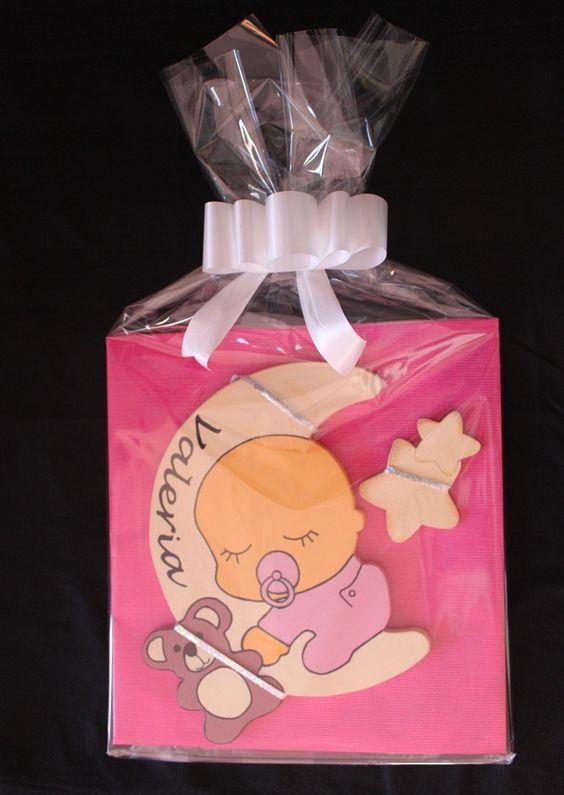 Decoración infantil personalizada y letras decorativas: BEBÉ DURMIENDO EN LUNA PARA VALERIA