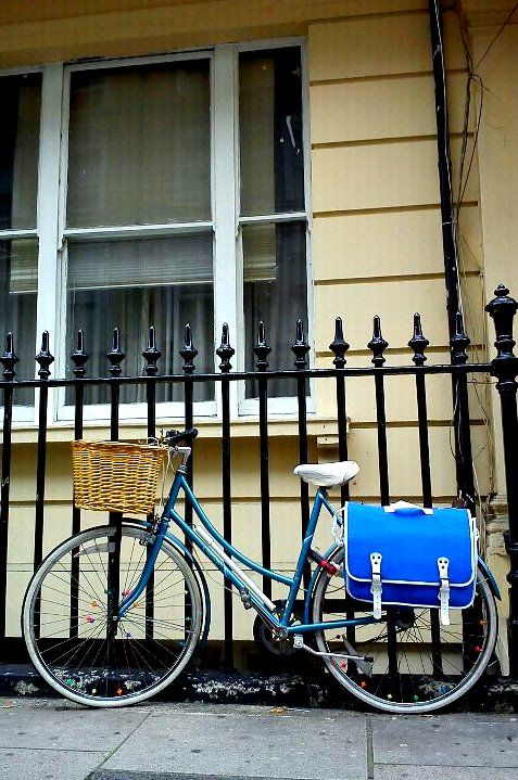 London cycle chic with a lovely pannier