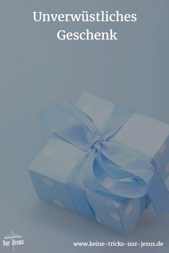 """Haben Sie zu Weihnachten etwas geschenkt bekommen, was Sie nicht mochten? Kann passieren. Was Gott und Jesus uns schenken, wird niemand zurückgeben möchten. Denn es ist unsere sichere Eintrittskarte für den Himmel und ein Leben (von jetzt bis in alle Ewigkeit) in herrlicher Gemeinschaft mit unserem himmlischen Vater. """"Denn ich schäme mich der Heilsbotschaft nicht; ist sie doch eine Gotteskraft, die jedem, der da glaubt, die Rettung bringt"""" (Römer 1:16)"""