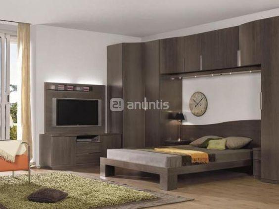 Armario puente con television en el lateral de la cama for Pequeno mueble para dormitorio adulto
