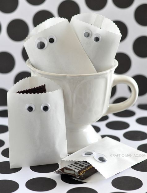 Cute little individual Halloween treat bags to make for a party/school or trick or treating!