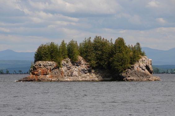 Champlain Islands, Vermont  | Carleton Prize Island on Lake Champlain in South Hero, Vermont.