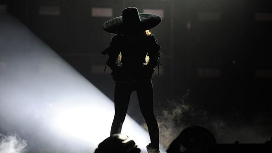 Beyonce Kicks Off 'Formation' Tour in Custom DSquared2, Balmain - Pret-a-Reporter: