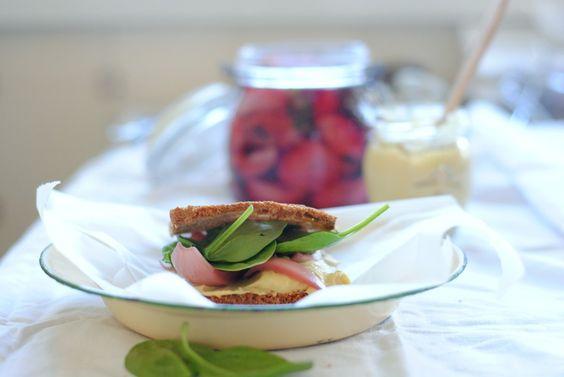 Sandes de pasta de grão e pickles #pequenoalmoço #sandes #grão #pickles