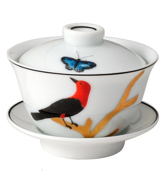 Covered cup Bernardaud Model : Covered cup  Collection : Aux Oiseaux  Capacity : 10 cl or 3.5 oz  Material : Limoges porcelain  Color : see photo  Use : do not put in microwave  Maintenance : warranty dishwasher  http://trend-on-line.com/brand/bernardaud/aux-oiseaux/tasse-a-the-couverte