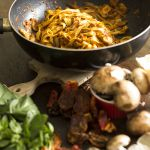 Pasta fresca con Pesto rojo y champiñones :: @_manosalaobra_ | Virginia Demaria