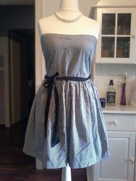 Trägerloses Bandeau Kleid mit feinen Marine Streifen. Auf Miralia.de von vani901 // luftig leicht // #miralia #secondhand #secondhandfashion #kleidungonlineverkaufen