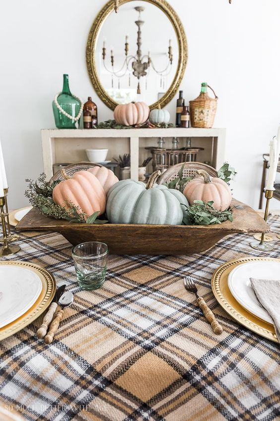 Adding vintage touches to your Thanksgiving table this year will never be easier than with these great tips. So many great vintage finds!