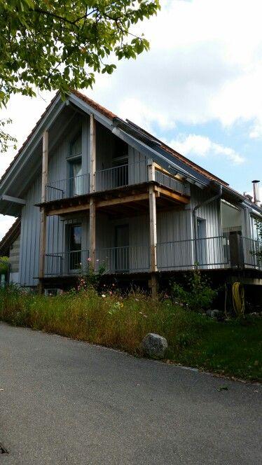 Holzhaus mit Veranda rundum. Reichenau.